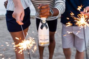 moet us summer nights fb 7716